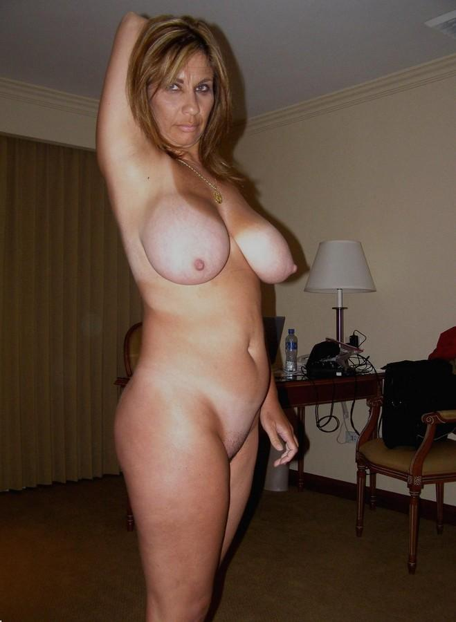 women middle naked sexy aged