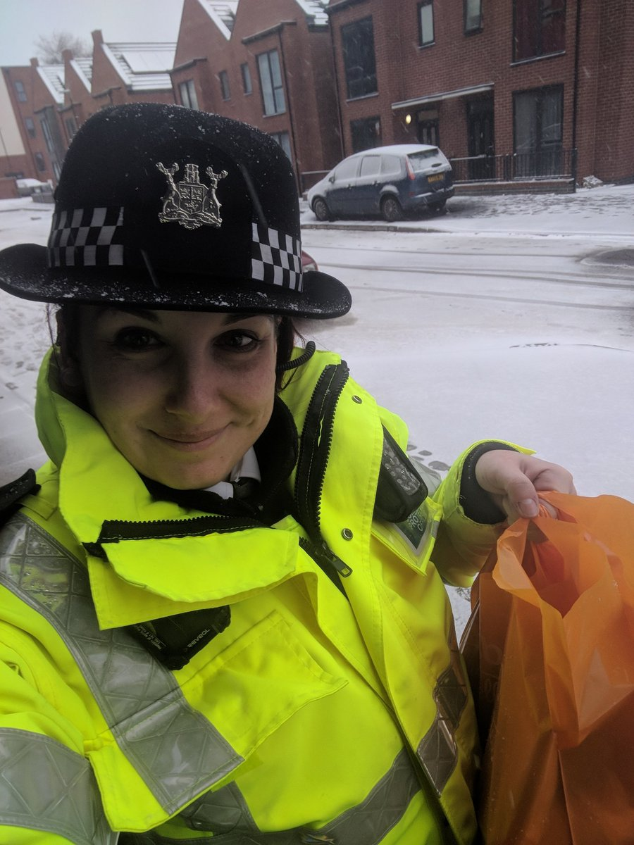 Visited some of our most vulnerable residents this morning and even popped to the shop to get some essentials in for someone unable to walk unaided. Keeping #CitizensAtTheHeart of everything we do. #proud <br>http://pic.twitter.com/aPuzMAmcaz