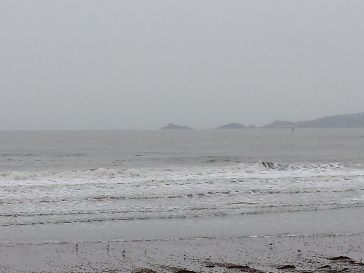 RT @marinagirl29: No snow on Swansea - yet. But the sea is looking pretty wild (and sounding loud) this morning. https://t.co/xGJS66eeOD