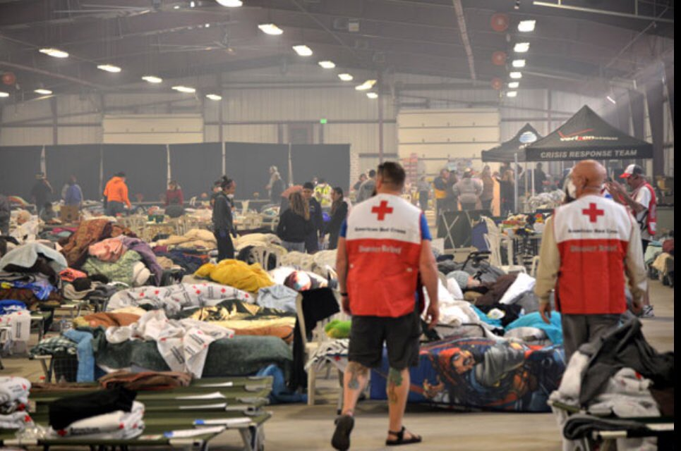 #Wildfire conditions remain critical in SoCal, &amp; by this morning the fires had consumed 181,000 acres.  Last night, nearly 400 people took refuge in 7 #RedCross &amp; community shelters. To help, text REDCROSS to 90999 to donate $10. #ThomasFire #LAFires #RedCrossLA<br>http://pic.twitter.com/XwsDhk4pQT