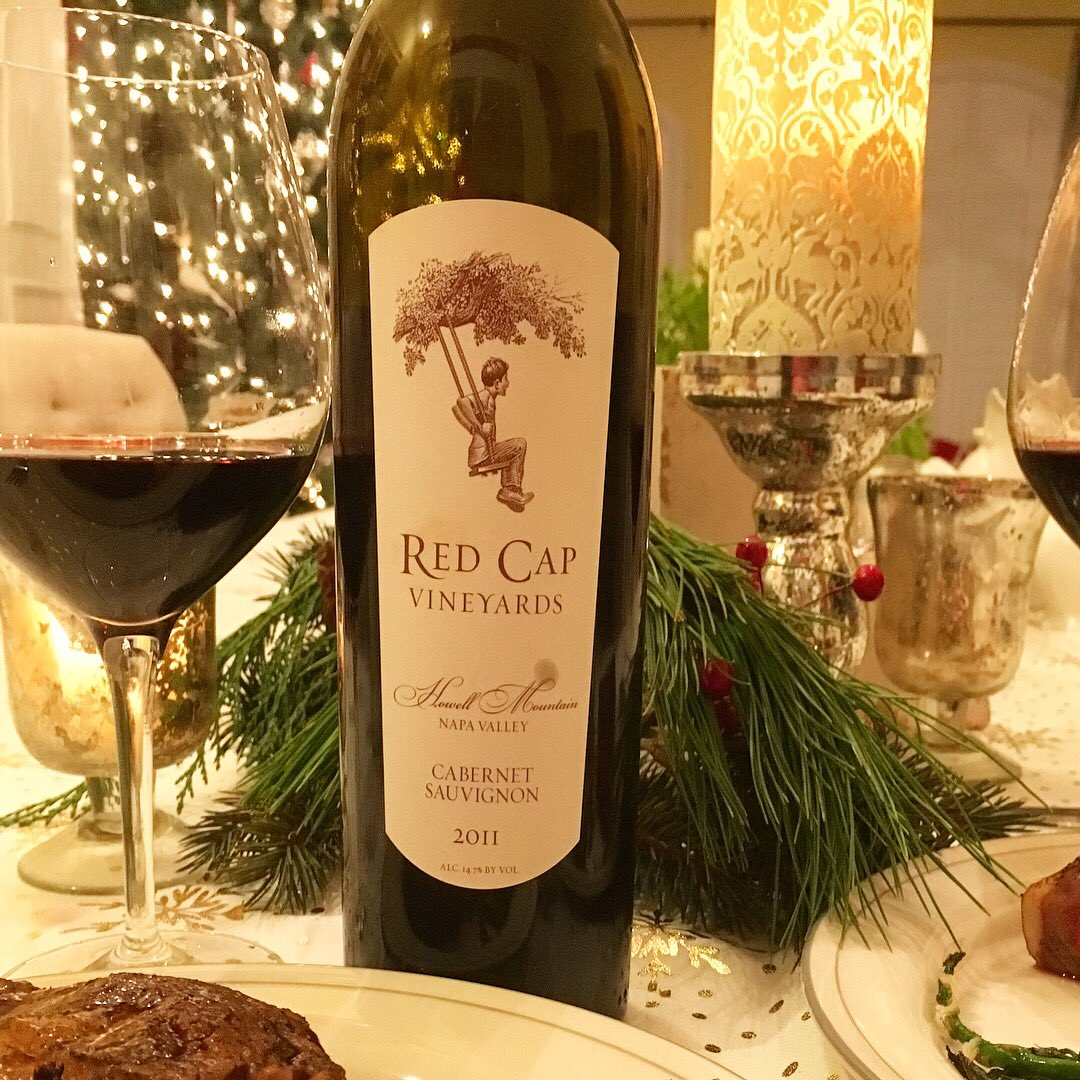 Holiday dining exquisitely apportioned. @RedCapVineyards 2011 Cabernet Sauvignon 💕🍷 #RedCapVineyards Howell Mountain Cab. is royal! #TalesoftheCork pairing w/ ribeye steak au poivre, roasted potatoes, asparagus & tomatoes. https://t.co/FBJcGGoXCu @wine_soif @BackThatGlassUp https://t.co/DqgOowHwe4
