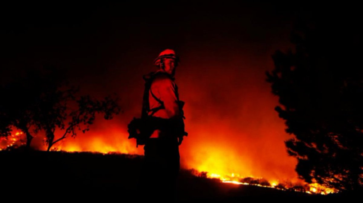 New evacuations ordered as #CaliforniaWildfires rage on https://t.co/v7Of5JgwA0