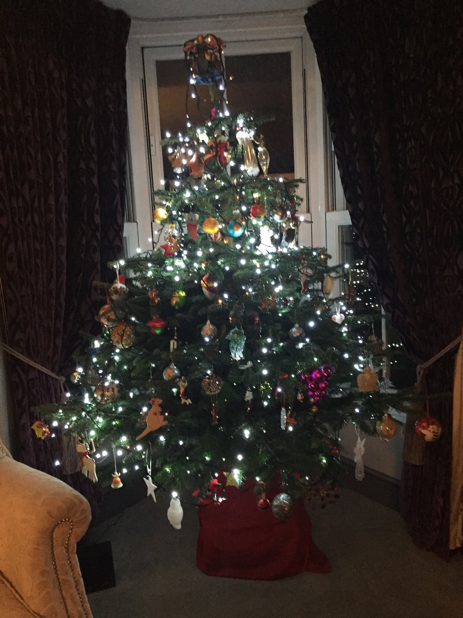 RT @LynneKelly6: @KirstieMAllsopp tree is up. Now I have earned a glass of Wicked wolf gin. Cheers. https://t.co/2QKm51CFLu