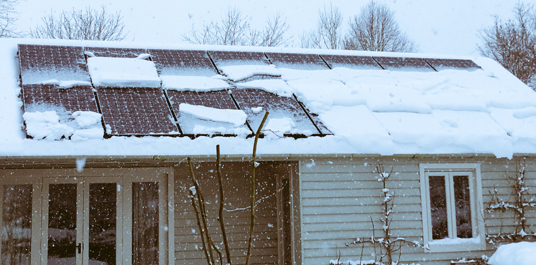 Here's what happens with snow on solar PV. Tiny bit of solar warms them fractionally and snow slides off https://t.co/CDjQXr5zhr