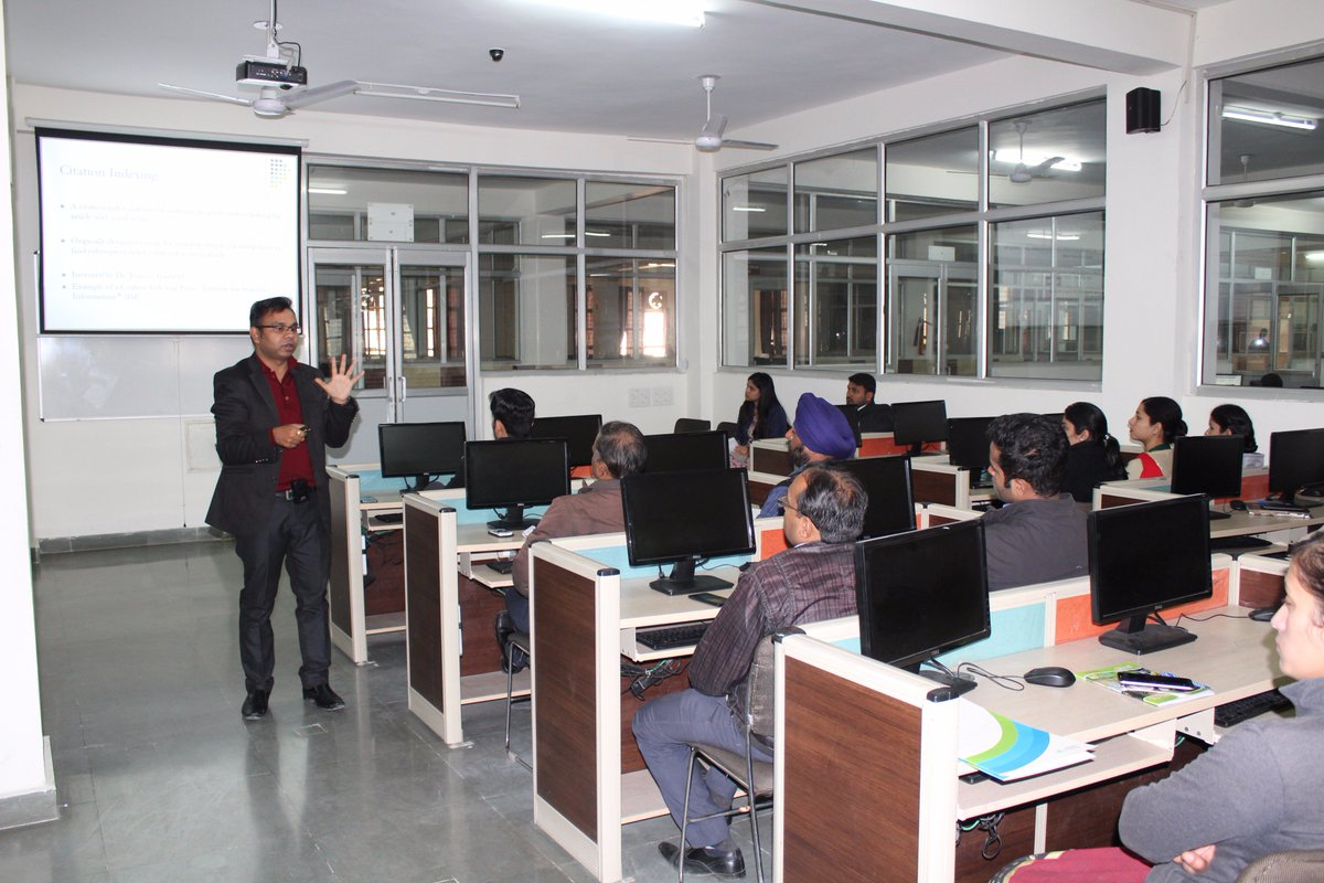 Pleasure to speak #FDP @uttaranchal university on #SCOPUS #SCI #Citations and #Cloud #Bigdata for its students. Thanks to all at UIM.<br>http://pic.twitter.com/TdEATpWGns