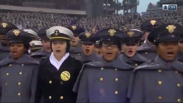 This is how it's done! The National Anthem at yesterday's Army-Navy Game will give you chills. 🇺🇸 https://t.co/XpjPEIzcmm