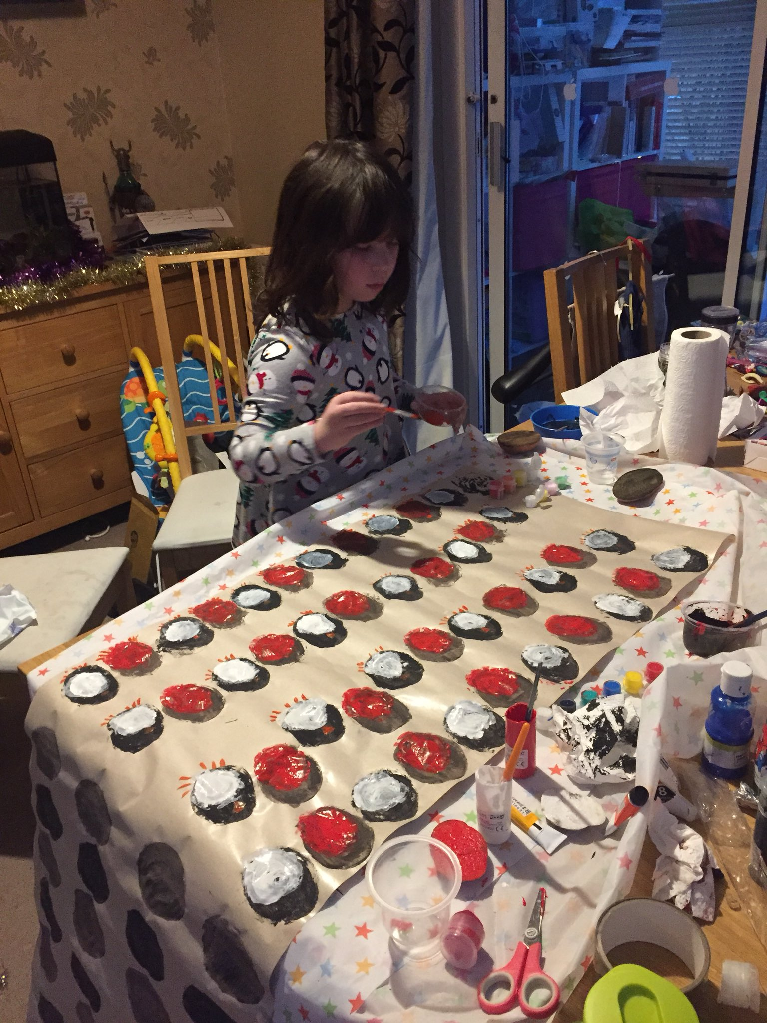 RT @handmade4lr: @KirstieMAllsopp my 7 year old has been busy with your wrapping idea today. https://t.co/xYgpvEYfqg