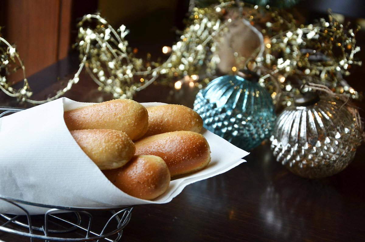 olive garden on twitter new christmas shopping rule for every gift you get someone else treat yourself to a bag of breadsticks to go - Olive Garden Christmas Hours