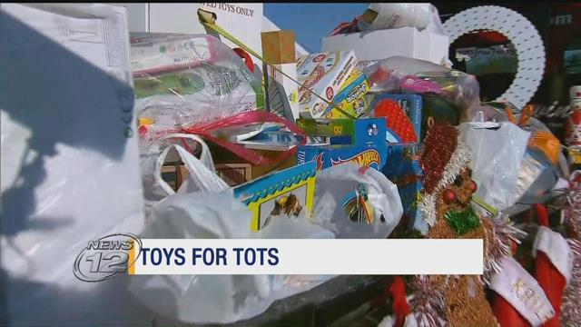 The United States Marine Corps Reserve Toys for Tots drive is hoping to bring in thousands of toys for the holiday season. https://t.co/xt7jdlpWoE