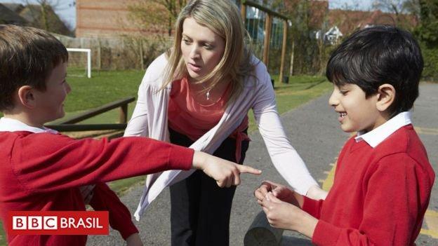 Qualquer gozação ou agressão sofrida por uma criança na escola pode ser considerada bullying? A autora americana Signe Whitsonhtt, especializada gerenciamento de conflitos, diz que saber diferenciar os casos pode ajudar vítimas e autores de bullying p://bbc.in/2yc43hE