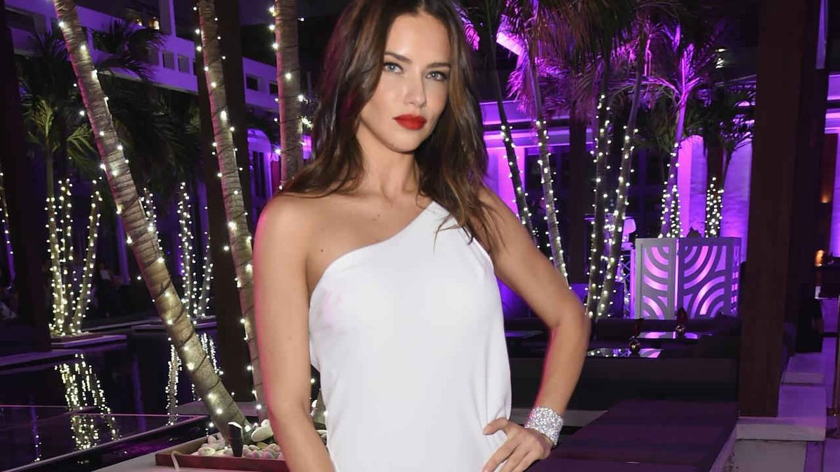 ba69c8ab3b7 Victoria s Secret Angel Adriana Lima   I will not take off my clothes  anymore for an empty cause  https   t.co SHgGdqbMmu