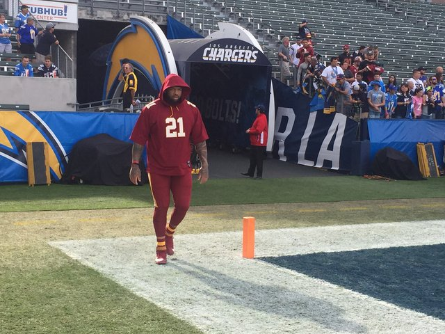 Redskins left tackle Trent Williams is walking around in pre-game warm-ups wearing Sean Taylor's No. 21. Williams is active and expected to play once more with a bad right knee. https://t.co/rrUkVyjWfS