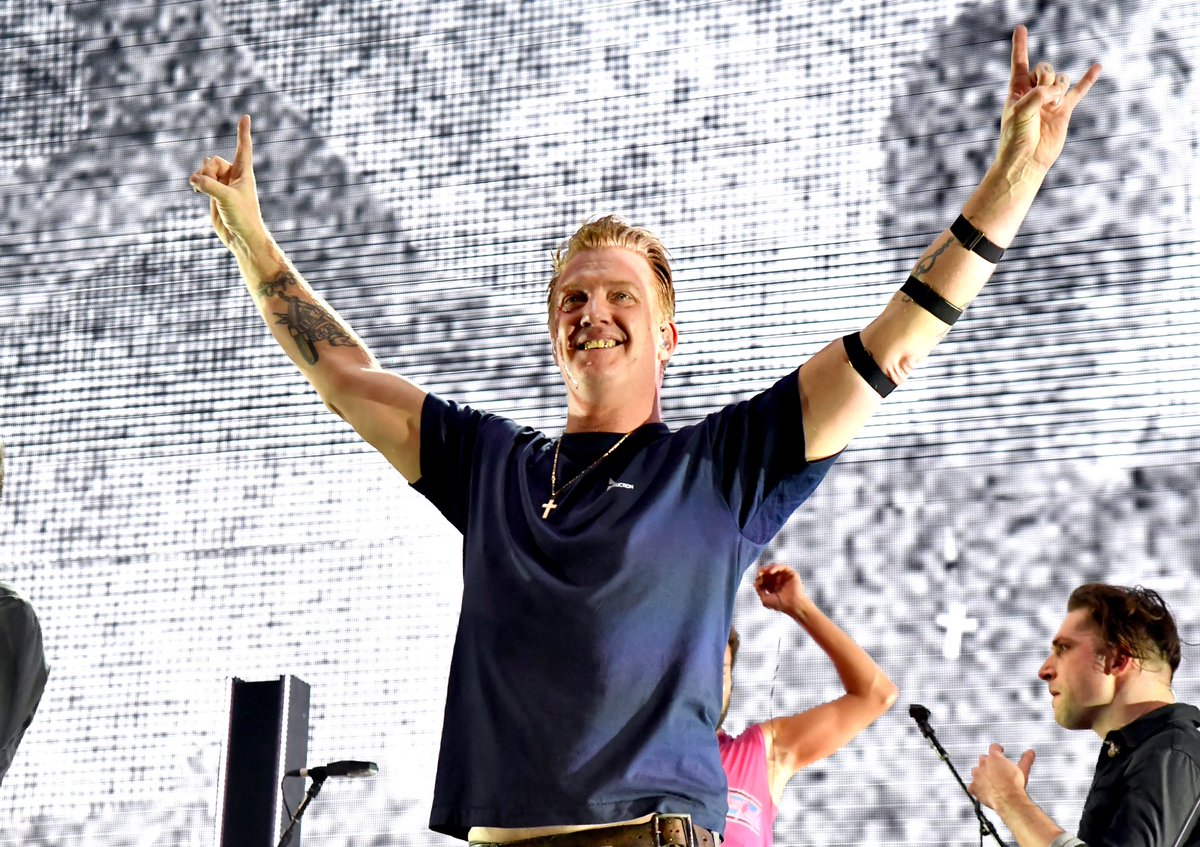 QUEENS OF THE STONE AGE Frontman Also Injured A Security Guard This Weekend - Metal Injection
