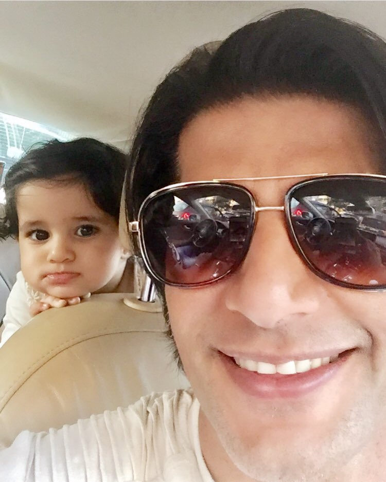 RT @KVBohra: My girl always has my back #Vienna @twinbabydiaries  #peekaboo https://t.co/e56MQfzS1A