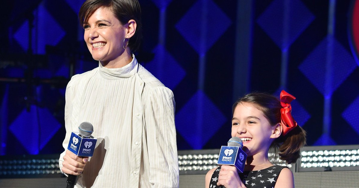 Katie Holmes and Suri Cruise drop by Jingle Ball to introduce Taylor Swift https://t.co/MFEEgXRIuo