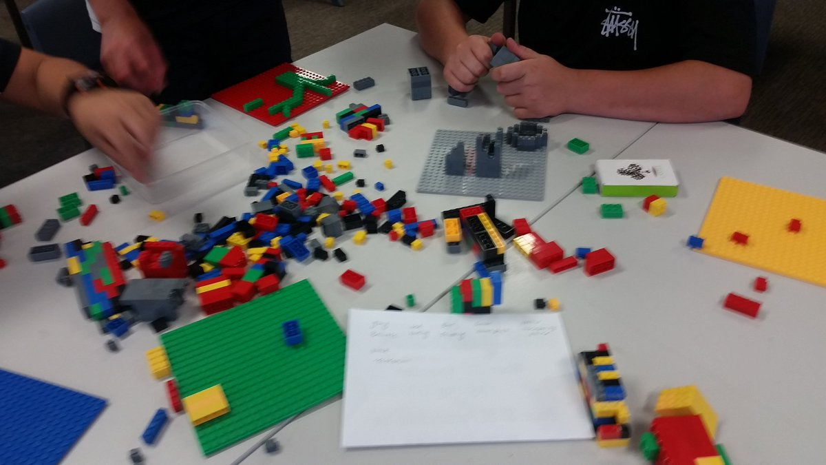 Revising what we learned about liveability &amp; sustainability of cities back in Term 2 by building future cities with Lego. Perfect end of year. Continues to amaze me how much kids remember of activities that involved making physical artefacts #HASS <br>http://pic.twitter.com/3tIFWvQMBC
