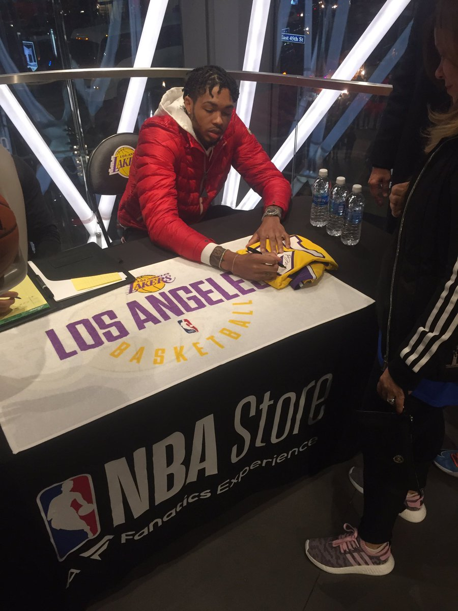 #FanaticsExclusive athlete @B_Ingram13 signing at @NBASTORE today!