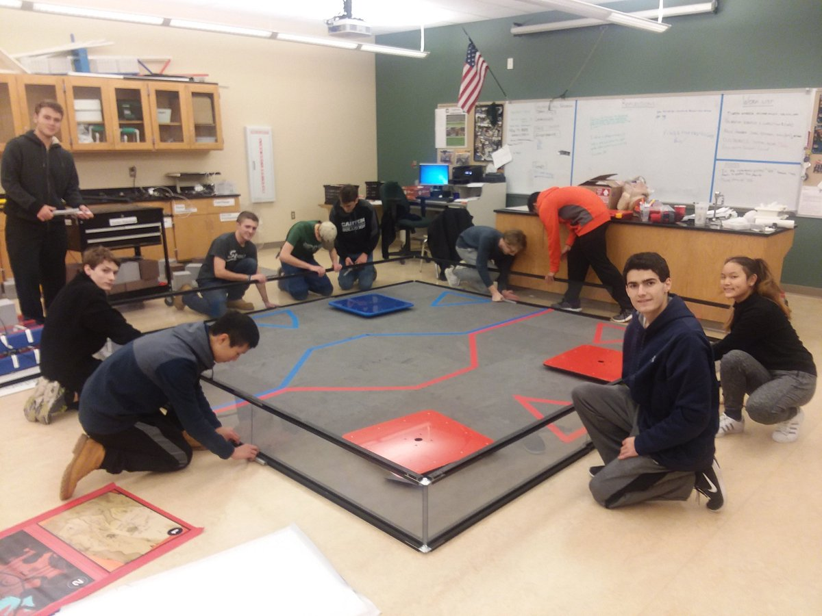 Chs Robodogs Ftc 6040 On Twitter Setting Our Robotics Room Back