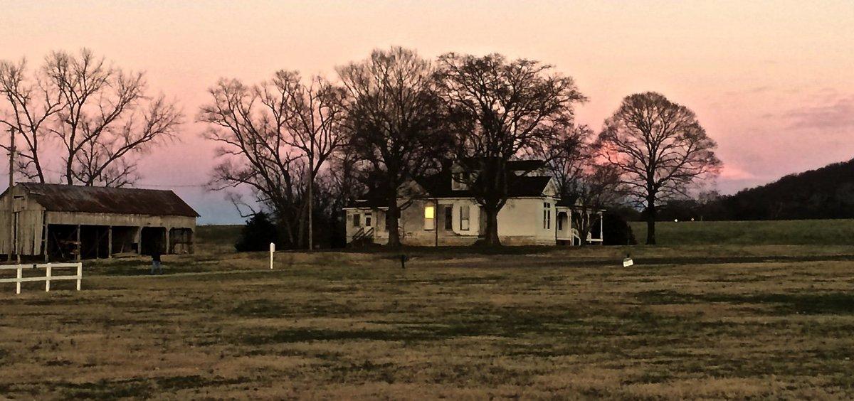 RT @ElizabethJSays: A calm, peaceful December evening.  #Nashville #Franklin #HarlinsdaleFarm https://t.co/iq5oKrfLuG
