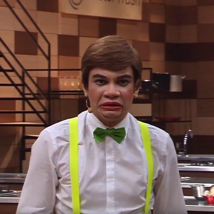 Hoje à noite ele vai entrar na sua casa, fazer picadinho de você e sequestrar toda sua família. Que alegria! Um beijo do Boneco Josias, pessoal! #PanicoNaBand