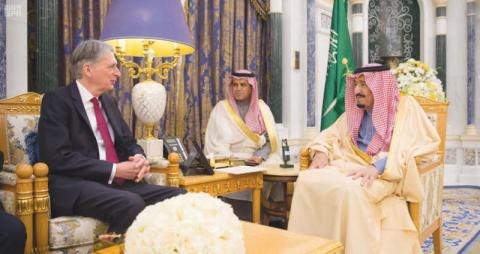 RT @aawsat_News: خادم الحرمين يلتقي وزير الخزانة البريطاني https://t.co/eMgifEupfD https://t.co/dha2XaHm5f