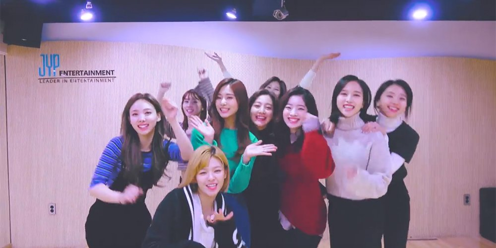 TWICE shakes their hearts for final 'Hea...