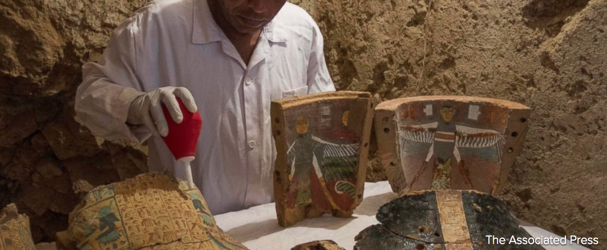Archaeologists in Egypt have discovered two small ancient tombs in the southern city of Luxor dating back some 3,500 years. https://t.co/Wa3BDOy6gY