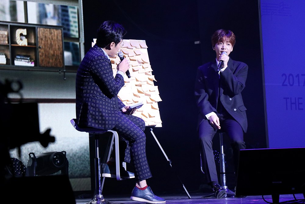 Jung Se Woon meets fans at his first eve...