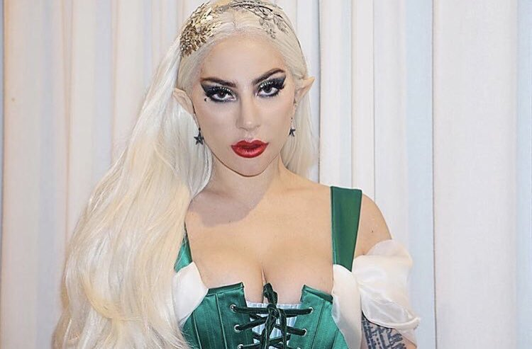 RT @itsIvanOk: Lady gaga dressed as an elf is something I never knew I needed 😍 https://t.co/f5MxmX7xll
