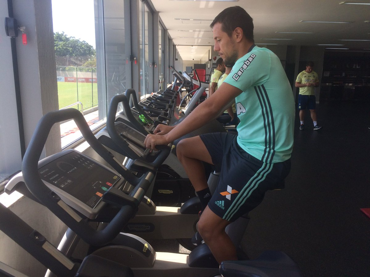 Dando continuidade ao processo de recuperação, Diego Alves trabalha no CEP FLA #VamosVirarMengo 🚴