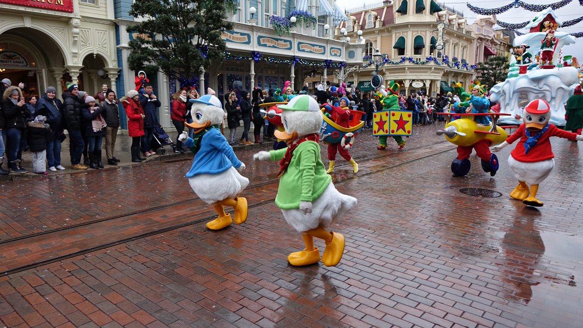 Les dégâts causés par les aléas climatiques à Disneyland Paris DQw0l91VwAE3znu