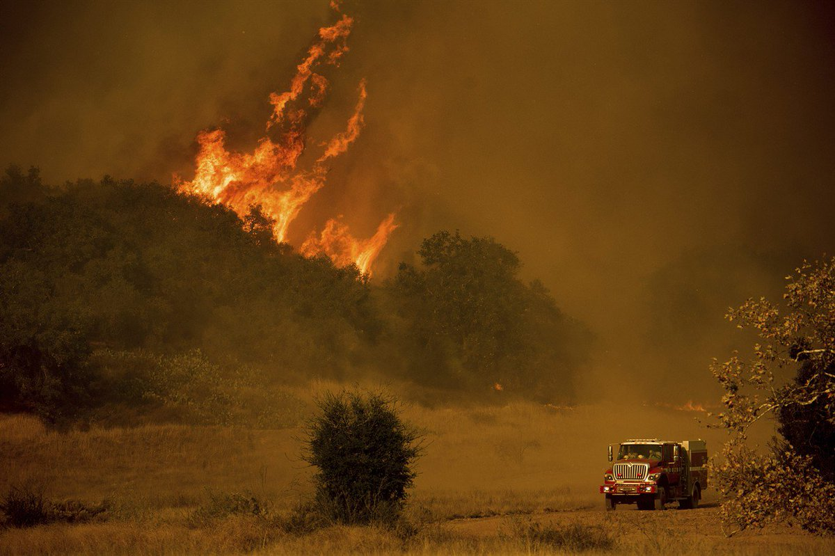 Firefighters brace for second week of California wildfires https://t.co/F5ZBkGviuT #CaliforniaWildfires