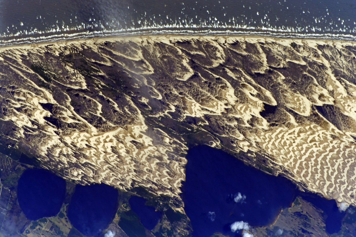 RT @SergeyISS: Пролетая над пляжами #Бразилии... 🏝 // The #ISS flies over the beaches of #Brazil... 🏖 https://t.co/wYRSxLpsQE