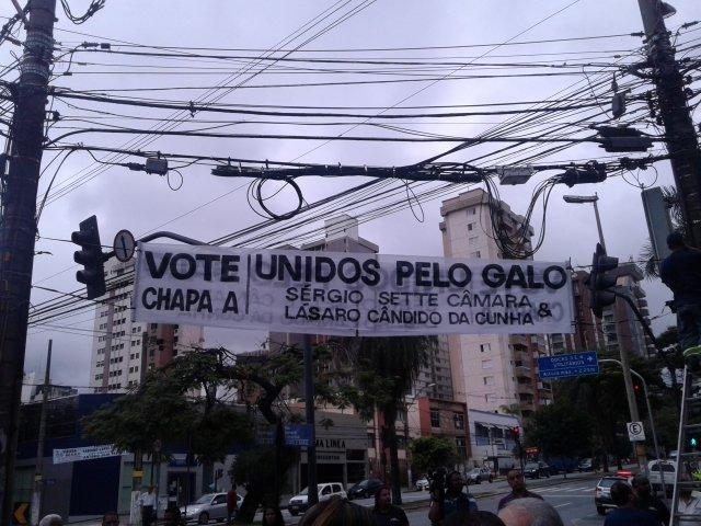 Nome do vice Lásaro Cunha estava escrito com Z. Faixa foi retirada, corrigida e colocada novamente.
