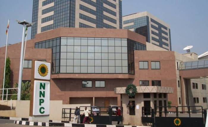 How NNPC hides N30 billion oil revenue from federation accounts https://t.co/74sBQwE3Hm via @todayng https://t.co/UJk7oxUqcE