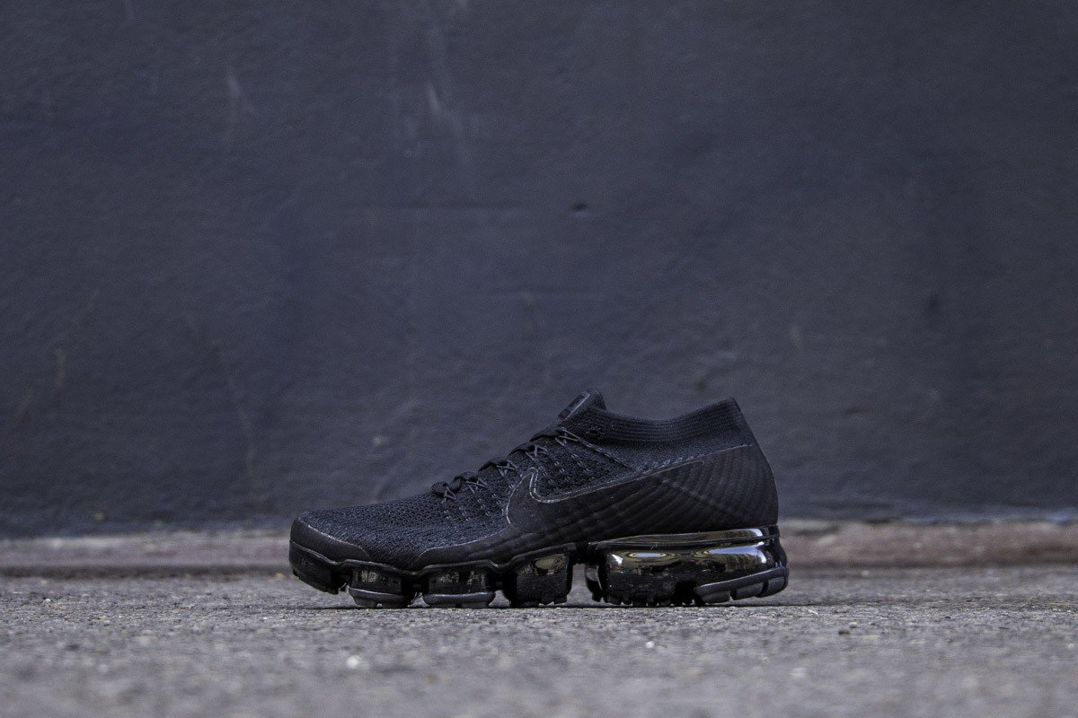 85b44aea4396d New  NIKE AIR VAPORMAX FLYKNIT TRIPLE BLACK 2.0   849558-011 Instore and  online ...