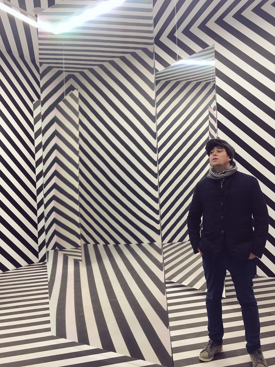 Wow: Looks like #simone_s_paris 's room : black and white stripes, optical illusion #razzledazzle playful space by Julio Leparc at Galerie Perrotin in Paris. thanks @galerieperrotin<br>http://pic.twitter.com/61ELm0g5zY
