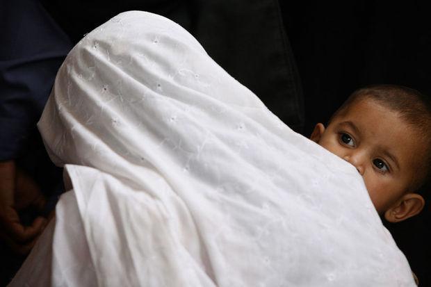 test Twitter Media - Geweld tegen vrouwen in Pakistan: 'In sommige dorpen mochten vrouwen tot voor kort geen schoenen dragen' https://t.co/D0OynQXuSH https://t.co/4cYYWaOrk2