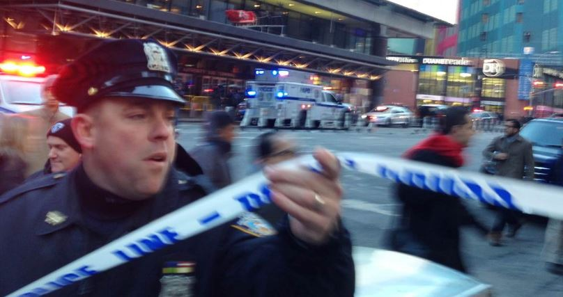 LATESThttps://t.co/98xFb7MDhR:   • Explosion near NYC's Port Authority Bus Terminal • One suspect in custody • Suspect sustained minor injury; no one else hurt