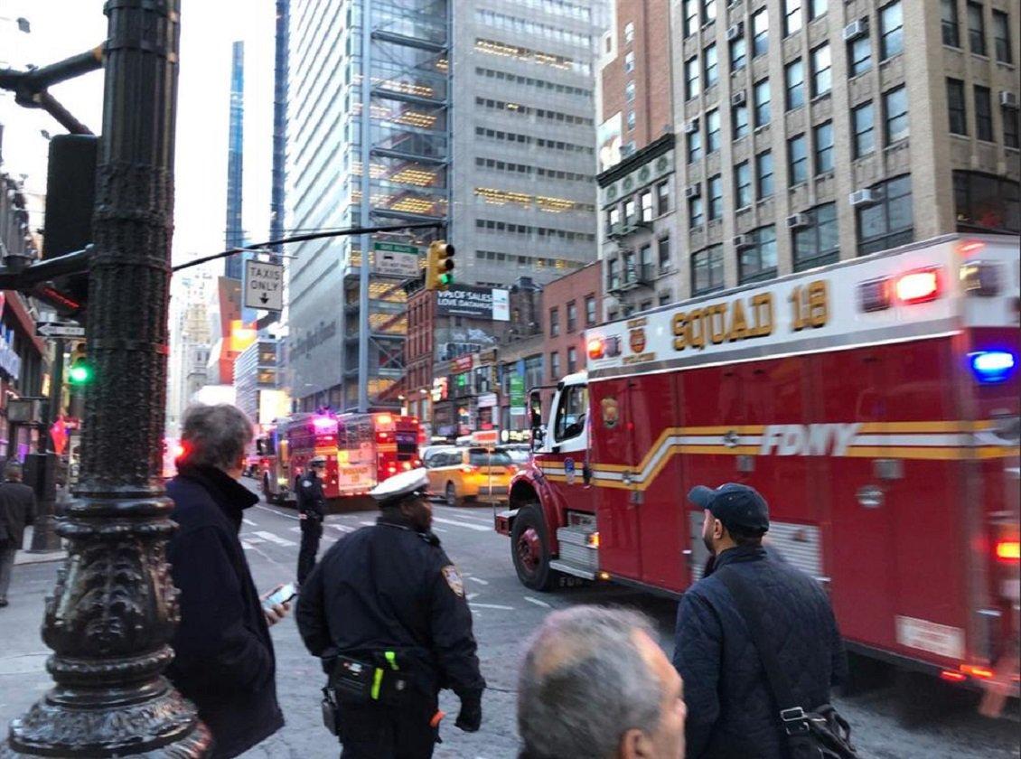 #Explosion rocks #NewYork commuter hub,...