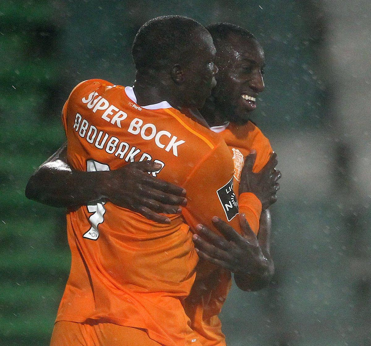 ⚽️ Aboubakar + Marega = 30 golos + 9 assistências 🔵⚪️  #FCPorto #VFCFCP