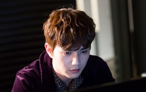 #YooSeungHo Is Completely Immersed In Hi...