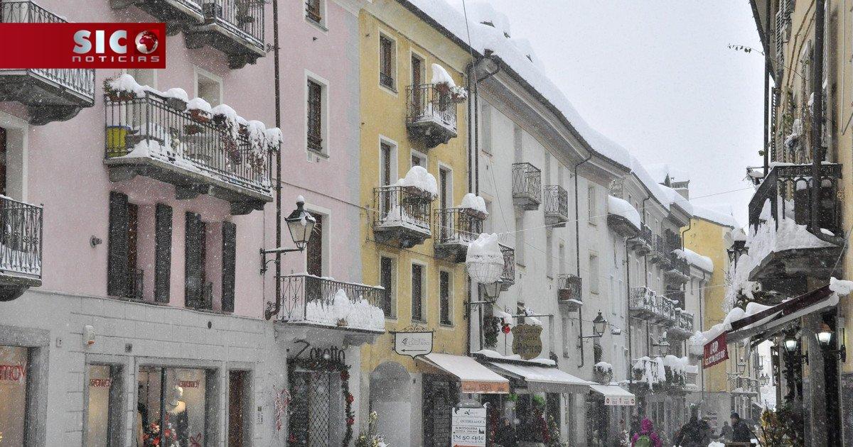 Baixas temperaturas provocam fortes nevões no norte da Europa https://t.co/bjSj503Z6t