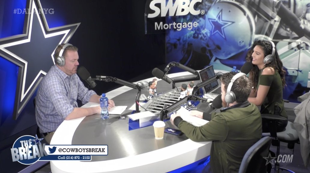 .@CowboysBreak gives out some game balls following the win over the Giants. #DALvsNYG   🎥 https://t.co/arOz1KuoYX