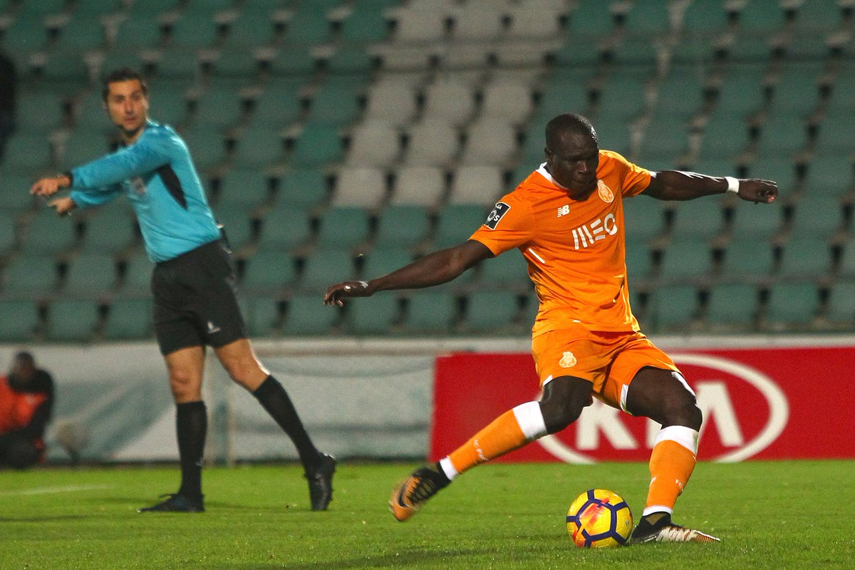 Vincent Aboubakar ⚽️ 5 golos em 4 dias ➡️ 20 golos em 22 jogos 👉 2º Hat-trick da época 👌 5ª assistência Melhor registo de golos na carreira  #FCPorto #VFCFCP