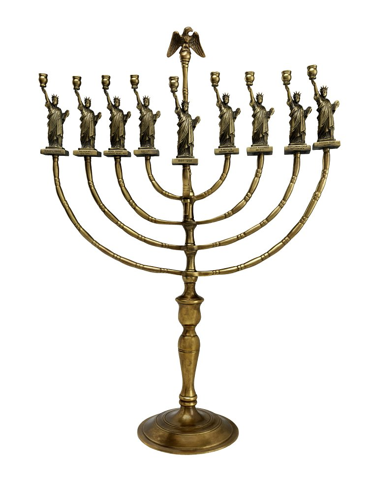Tonight is the first night of #Hanukkah!  This Statue of Liberty menorah was made by an immigrant who escaped Nazi Germany and started collecting souvenirs in his new country.   Now in @amhistorymuseum: https://t.co/VFni461ADU
