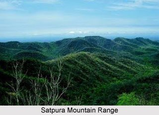 Kalumar Peak (752m) and Duphgarh Peak (1350m) are the highest point in Vindhaya and Satpura range.These ranges are famous for a large no of tourist spot like Panchmarhi Hill Station, Kanha National Park, Amarkantak and Omkareshwar temple. #InternationalMountainDay