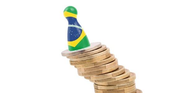 'O Brasil está cometendo suicídio em slow motion', diz economista do BNDES https://t.co/h15NbKkZ4R