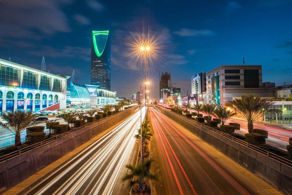 RT @KSANews9: بلومبيرج : #السعودية تبدأ برفع أسعار البنزين 80% و وقود الطائرات مطلع عام 2018.  . .  #رفع_سعر_البنزين https://t.co/aUKPiK8L8F