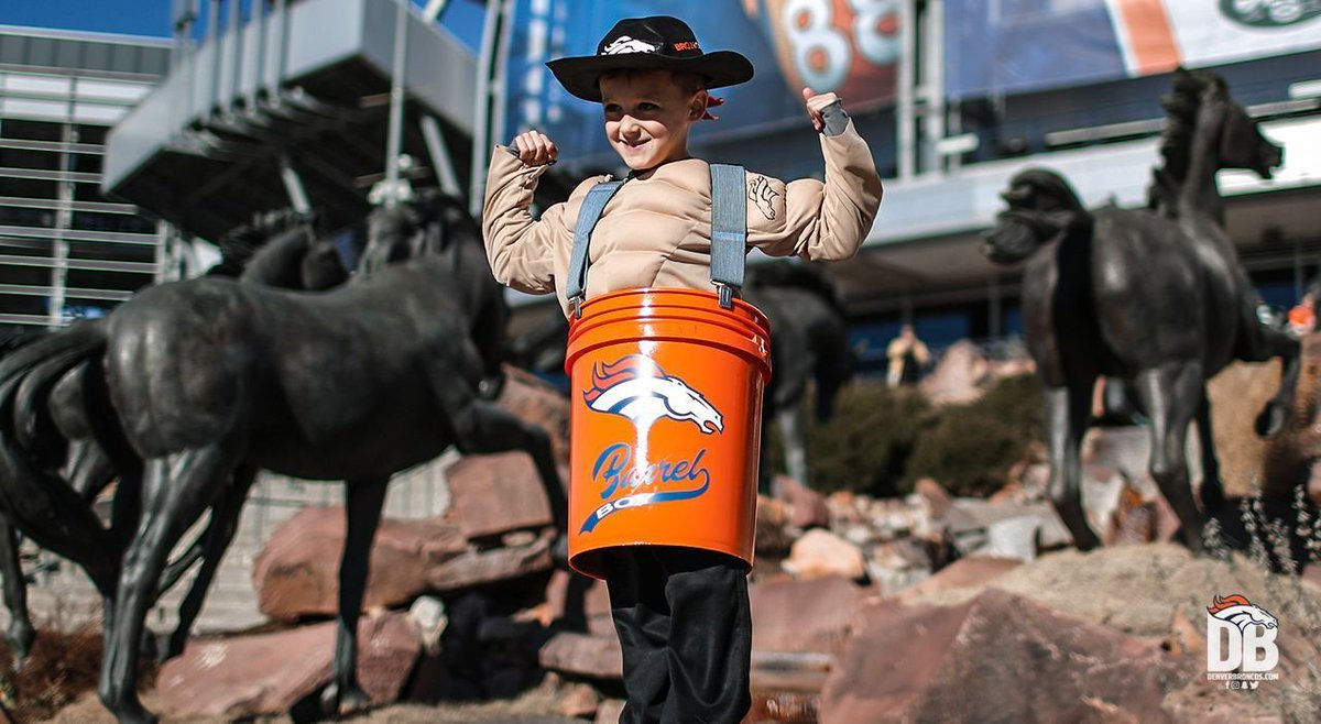 Mini Barrel Man made an appearance at #NYJvsDEN 😍  How #BroncosCountry saw us #BeatTheJets » https://t.co/owE9azAEIG